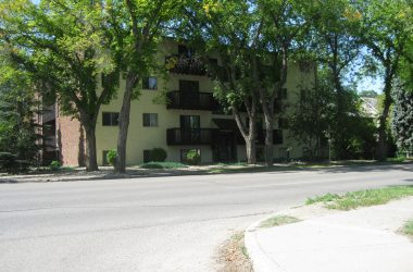 220 Clarence Ave South Colliers Rental
